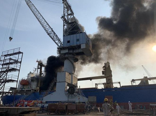 Đang sửa chữa, tàu chở hàng bỗng nhiên phát nổ - ảnh 1