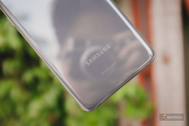 Ngắm những nét đẹp riêng của Samsung Galaxy S20 - ảnh 1