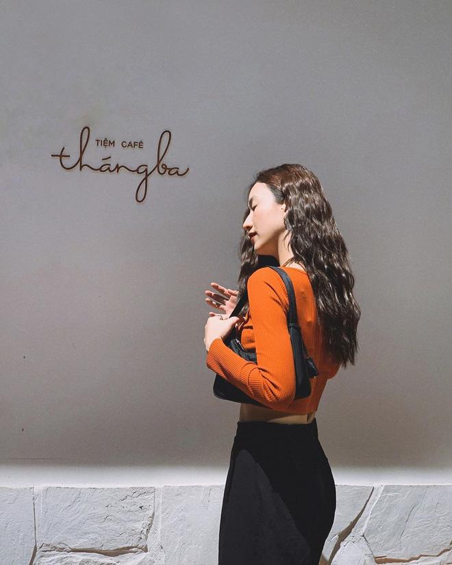 """Khỏi lùng túi vintage cho cực thân, Prada đã tái bản mẫu túi nylon huyền thoại với giá """"yêu thương"""", không giàu như các sao bạn vẫn tậu được - ảnh 18"""