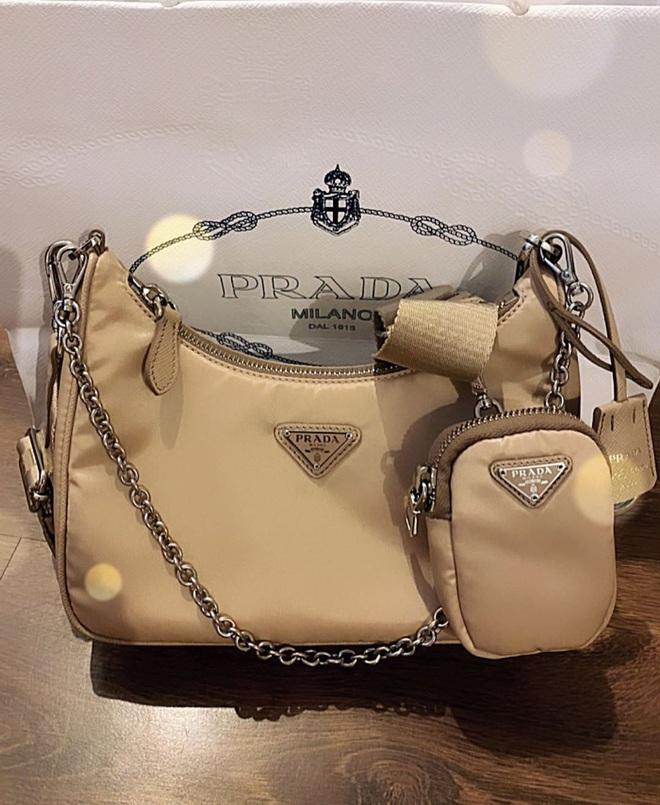 """Khỏi lùng túi vintage cho cực thân, Prada đã tái bản mẫu túi nylon huyền thoại với giá """"yêu thương"""", không giàu như các sao bạn vẫn tậu được - ảnh 12"""