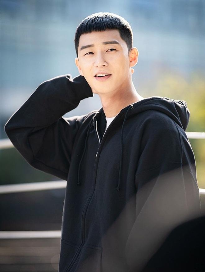 4 ngày cắt tóc 1 lần: Các giai đừng đu trend tóc Park Sae Ro Yi nữa vì chính chủ cũng đang khốn khổ vì nó đây này! - ảnh 1