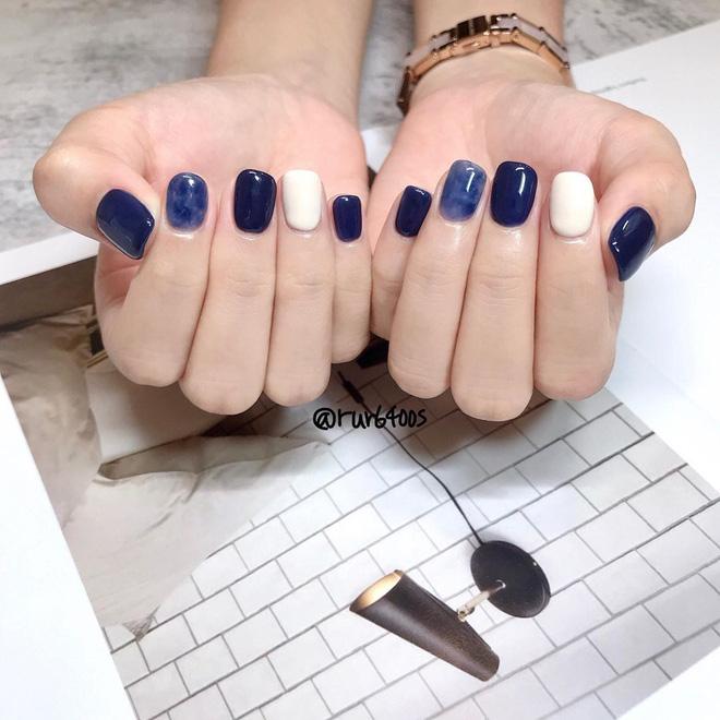 Màu nail xanh cổ điển classic blue đang được lăng xê rần rần: