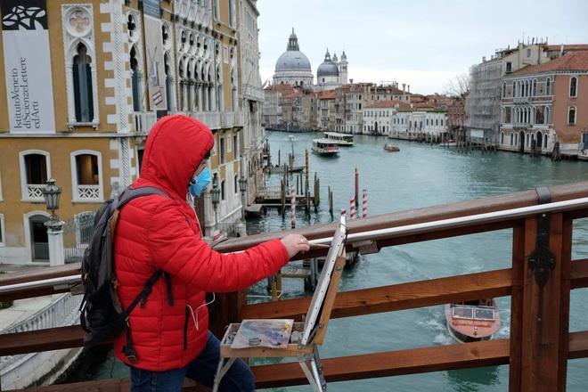 Italy sau lệnh phong tỏa: Cuộc sống chững lại, người dân cảm thấy sốc nhưng du khách vẫn muốn trải nghiệm khung cảnh im ắng lạ thường - Ảnh 1.