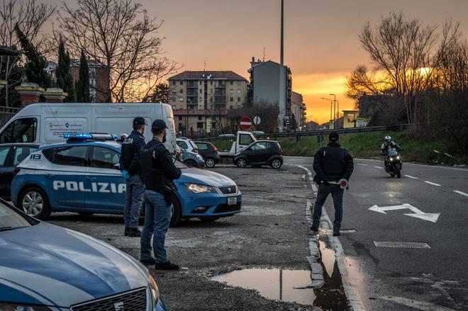 Italy sau lệnh phong tỏa: Cuộc sống chững lại, người dân cảm thấy sốc nhưng du khách vẫn muốn trải nghiệm khung cảnh im ắng lạ thường - Ảnh 11.