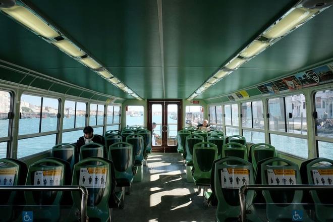 Italy sau lệnh phong tỏa: Cuộc sống chững lại, người dân cảm thấy sốc nhưng du khách vẫn muốn trải nghiệm khung cảnh im ắng lạ thường - Ảnh 7.
