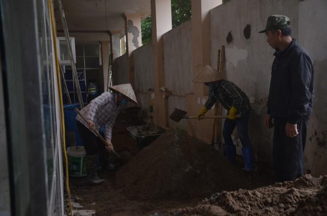 """Chùm ảnh: Cận cảnh quá trình """"biến"""" bệnh viện bỏ hoang ở Hà Nội thành khu cách ly dành cho 200 người - Ảnh 8."""