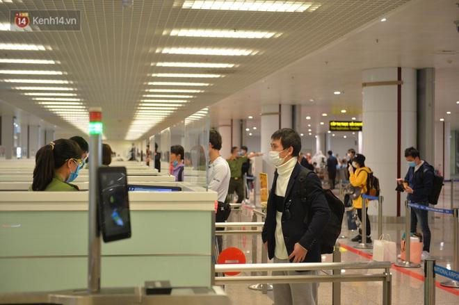 Nóng: Việt Nam tạm dừng nhập cảnh với tất cả người nước ngoài từ 0h ngày 22/3 - Ảnh 1.