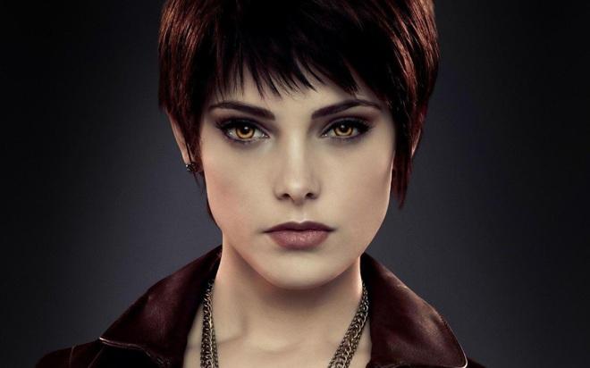 """Dàn sao Twilight sau 12 năm: """"Hotboy ma cà rồng"""" lên hạng """"Người Dơi"""", chị đẹp Kristen đổi hệ sang bách hợp - Ảnh 5."""
