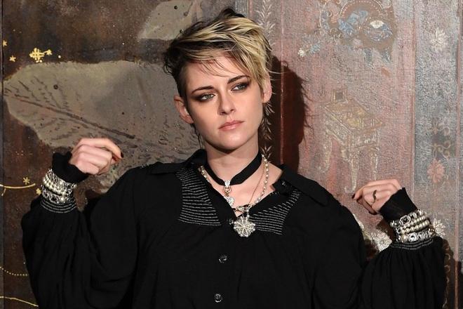 """Dàn sao Twilight sau 12 năm: """"Hotboy ma cà rồng"""" lên hạng """"Người Dơi"""", chị đẹp Kristen đổi hệ sang bách hợp - Ảnh 3."""