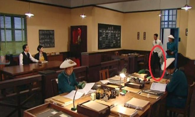 9 hạt sạn nhìn muốn té ngửa của phim TVB: Ghim nhất là màn xe tải xuất hiện ở thời cổ đại, coi tức không? - ảnh 11