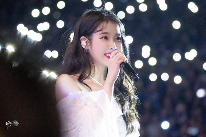 Nữ ca sĩ từng trượt 20 buổi thử giọng, bị JYP từ chối nay trở thành giọng ca solo hàng đầu Kpop, một tay xây dựng cả công ty - Ảnh 1.