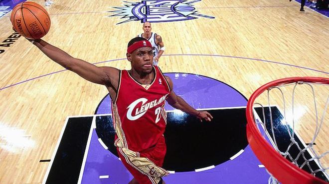 Wilt Chamberlain, LeBron James và top 10 màn chào sân ấn tượng nhất lịch sử NBA - Ảnh 6.