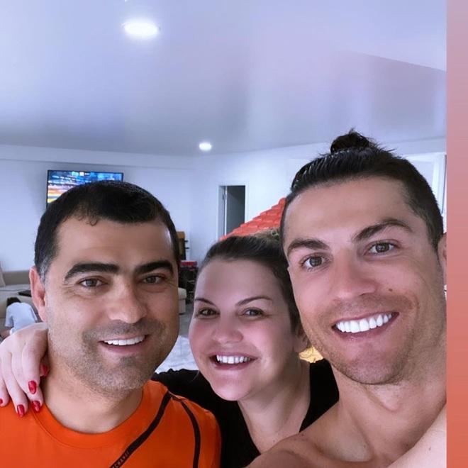 Ronaldo bị cựu chủ tịch Juve coi là hình tượng xấu khiến đồng đội đua đòi: Cậu ta nói về Bồ Đào Nha vì mẹ ốm mà suốt ngày chụp ảnh bên bể bơi! - ảnh 2
