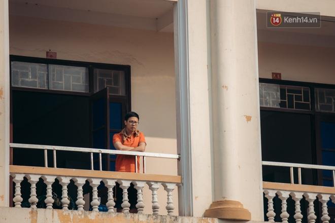 Chùm ảnh xúc động buổi chia tay tại khu cách ly: Người đến người đi, chỉ có các cô chú nhân viên vẫn ở lại chống dịch - Ảnh 12.