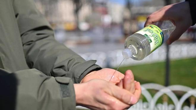 Không chỉ mỗi dung dịch rửa tay, nước hoa cũng đang là sản phẩm hot trong thời điểm chống dịch Covid-19 ở Thổ Nhĩ Kỳ - ảnh 1