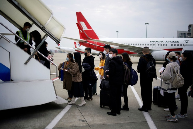 Đại dịch Covid-19 lan rộng không kiểm soát, nhiều du học sinh Trung Quốc bỏ hơn 500 triệu để có 1 chỗ ngồi trên máy bay rời khỏi Mỹ - ảnh 2