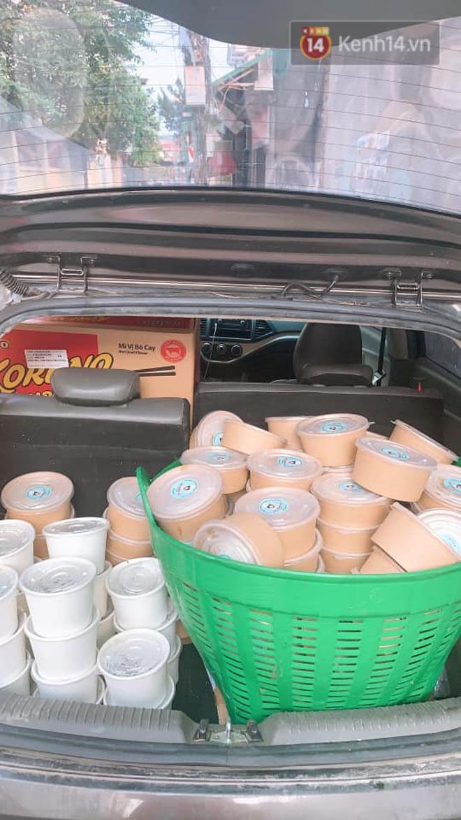 Chủ quán ăn ở Hà Nội nấu hàng trăm suất cơm, chè miễn phí cho những y bác sỹ đang gồng mình chống dịch Covid-19 tại BV bệnh Nhiệt đới TW - Ảnh 3.