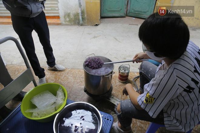 Chủ quán ăn ở Hà Nội nấu hàng trăm suất cơm, chè miễn phí cho những y bác sỹ đang gồng mình chống dịch Covid-19 tại BV bệnh Nhiệt đới TW - Ảnh 5.