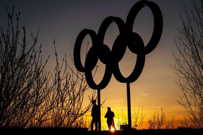 Olympic Tokyo bị hoãn: Thành trì cuối cùng của thể thao thế giới sụp đổ trước Covid-19 và lần hiếm hoi người Nhật bị chỉ trích - ảnh 6