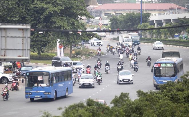 Sở GTVT TP HCM kiến nghị ngưng buýt sông, xe buýt không chở quá 20 khách - ảnh 1