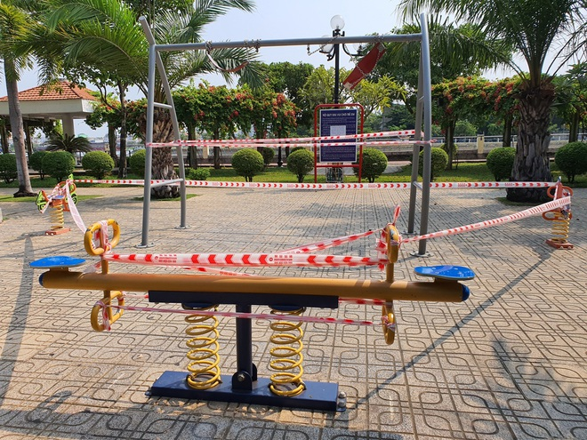 TP.HCM: Các khu tập thể dục, khu trò chơi thiếu nhi tại công viên chính thức ngưng hoạt động để phòng dịch Covid-19 - ảnh 1