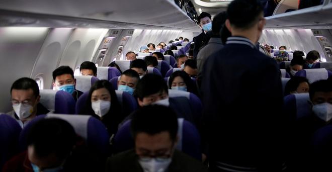Đại dịch Covid-19 lan rộng không kiểm soát, nhiều du học sinh Trung Quốc bỏ hơn 500 triệu để có 1 chỗ ngồi trên máy bay rời khỏi Mỹ - ảnh 1