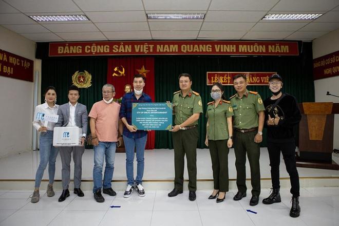 Lou Hoàng, Only C chung tay đóng góp hàng chục ngàn vật tư y tế hỗ trợ công tác phòng dịch Covid-19 - ảnh 2