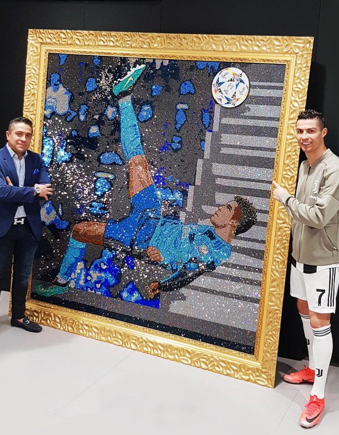 Gặp gỡ Mr Bling, nghệ nhân tranh đá quý Swarovski làm mê hoặc cả Messi, Ronaldo và Neymar - ảnh 2