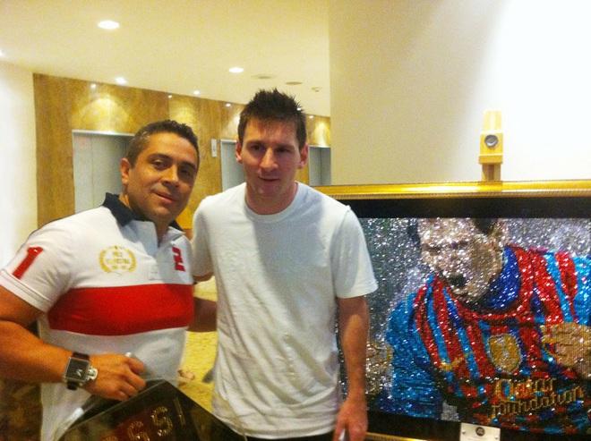 Gặp gỡ Mr Bling, nghệ nhân tranh đá quý Swarovski làm mê hoặc cả Messi, Ronaldo và Neymar - ảnh 1