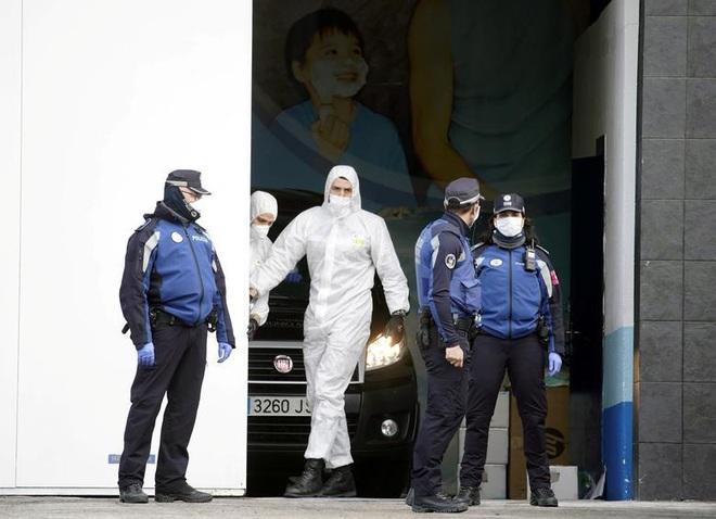Đại dịch Covid-19 'quật ngã' hàng nghìn nhân viên y tế khắp châu Âu - ảnh 4