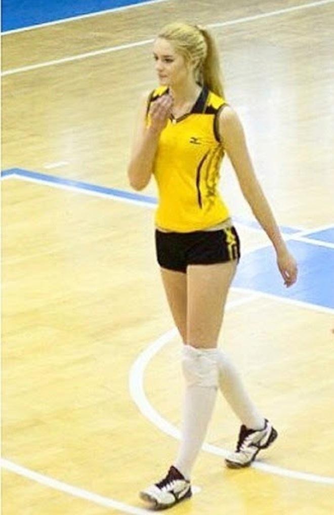 Thiên thần bóng chuyền từ bỏ sự nghiệp thể thao, ẵm luôn cả tá danh hiệu hoa hậu - ảnh 3