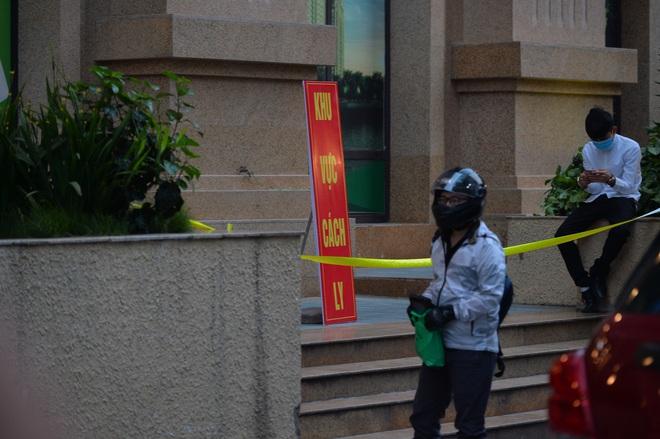 Hà Nội: Cách ly tạm thời tòa chung cư nơi bệnh nhân 148 sinh sống - ảnh 1
