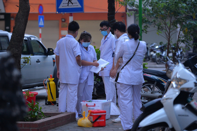 Hà Nội: Cách ly tạm thời tòa chung cư nơi bệnh nhân 148 sinh sống - ảnh 3