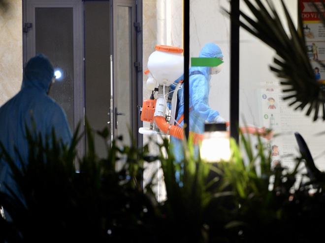 Hà Nội: Cách ly tạm thời tòa chung cư nơi bệnh nhân 148 sinh sống - ảnh 6