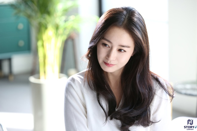 Kim Tae Hee và Bi Rain tung ảnh hậu trường: Ngắm mỹ nhân 2 con đẹp, kéo xuống hình vợ chồng mà ngã ngửa - ảnh 10