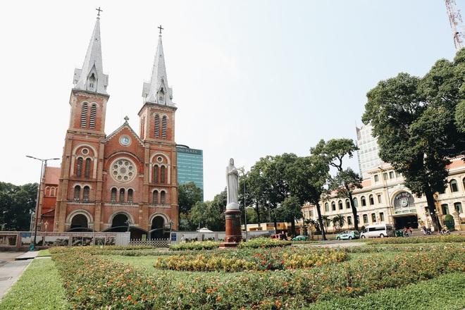 Ngày đầu áp dụng lệnh hạn chế di chuyển: Những điểm vui chơi ở Sài Gòn vắng hoe, chợ Bến Thành không một bóng du khách - ảnh 8