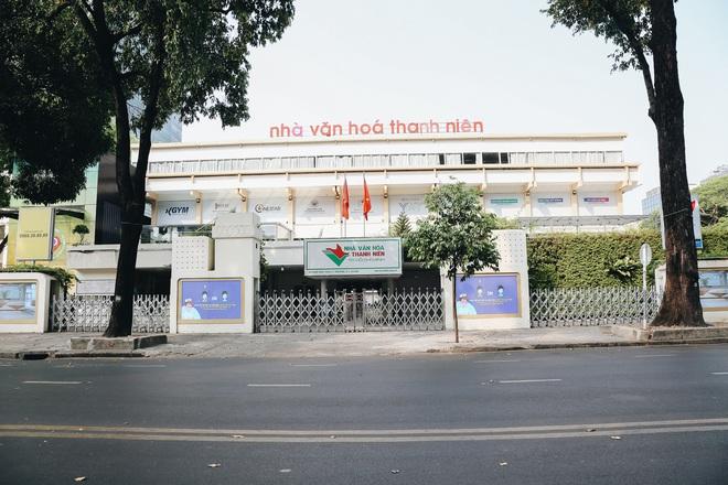 Ngày đầu áp dụng lệnh hạn chế di chuyển: Những điểm vui chơi ở Sài Gòn vắng hoe, chợ Bến Thành không một bóng du khách - ảnh 6