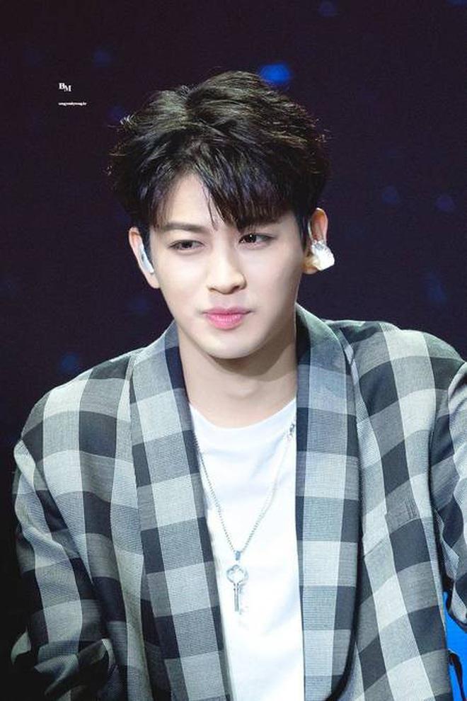 """Loạt idol mang đậm """"chất"""" YG: Rosé và đàn chị giọng """"độc"""" có 1-0-2, từ G-Dragon tới Jennie đều """"rap ra lửa"""", hội visual tiên tử thì đỉnh miễn bàn - ảnh 10"""