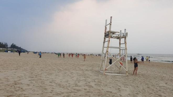 Cấm tụ tập nhưng cả ngàn người ở Quảng Nam vẫn kéo nhau tắm biển - ảnh 7