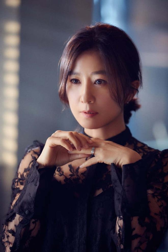 Phim 19+ Thế Giới Hôn Nhân: Màn tái xuất nóng bỏng của Kim Hee Ae, drama tiểu tam khiến chị em vừa xem đã muốn ở giá! - ảnh 12