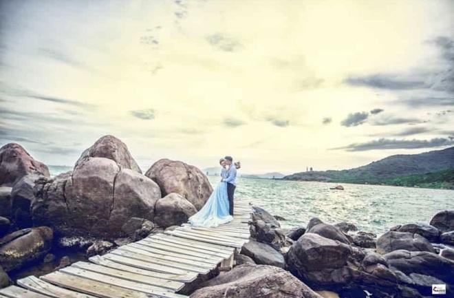 Hé lộ bộ ảnh cưới khiến Cao Xuân Tài mất đi nụ hôn đầu, cô dâu cài làm hình nền nhưng không quên đính chính! - ảnh 9