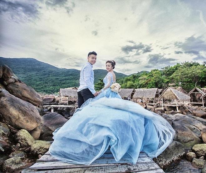 Hé lộ bộ ảnh cưới khiến Cao Xuân Tài mất đi nụ hôn đầu, cô dâu cài làm hình nền nhưng không quên đính chính! - ảnh 7