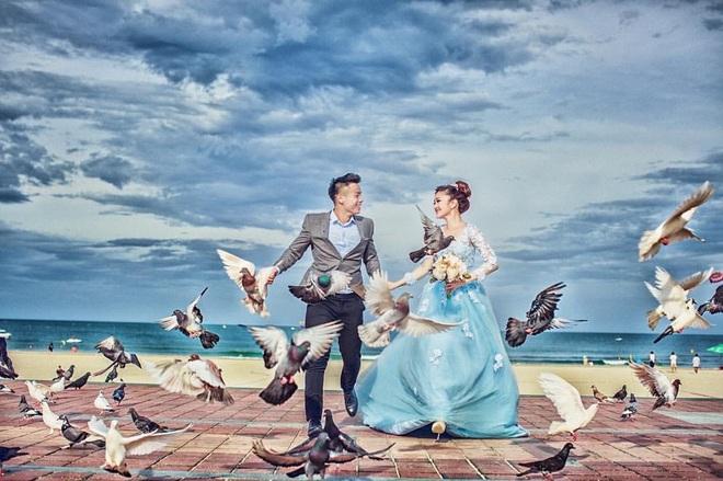 Hé lộ bộ ảnh cưới khiến Cao Xuân Tài mất đi nụ hôn đầu, cô dâu cài làm hình nền nhưng không quên đính chính! - ảnh 8