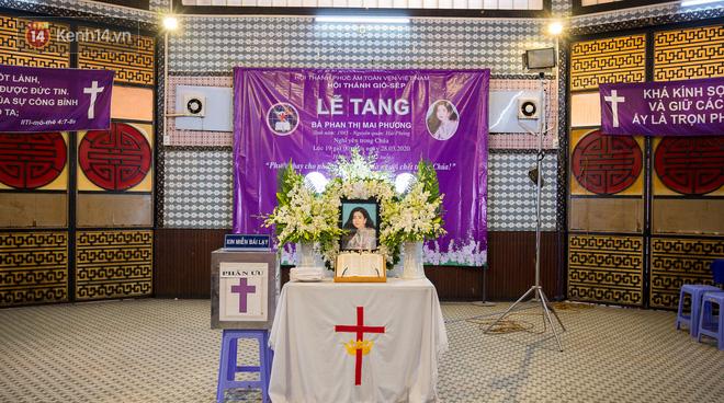 Tang lễ cố diễn viên Mai Phương: Người cha nén đau thương, lặng lẽ đứng bên linh cữu con gái - ảnh 1