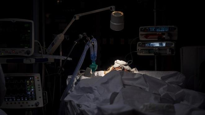 Liều mạng cứu người nhưng cũng khát khao bảo vệ gia đình mình, nhiều bác sĩ Mỹ viết di chúc trước khi chiến đấu với 'giặc' Covid-19 - ảnh 4
