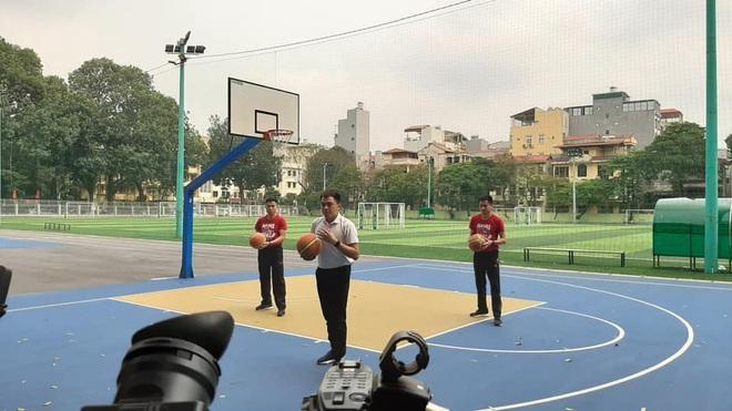 Học thể dục online mà đầu tư xịn xò như quay MV, trường Đại học chất nhất mùa Covid-19 đây rồi! - ảnh 8