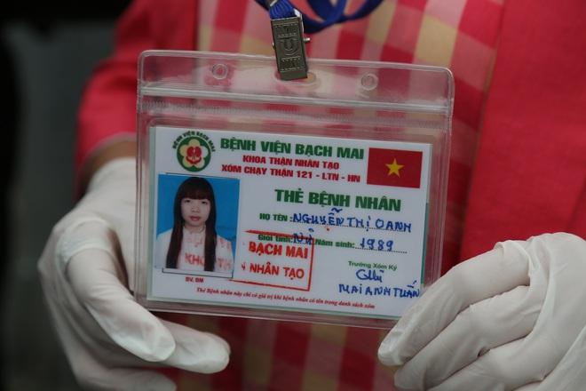 Chùm ảnh: Bệnh nhân xếp hàng dài làm thủ tục để vào viện Bạch Mai chạy thận - ảnh 7