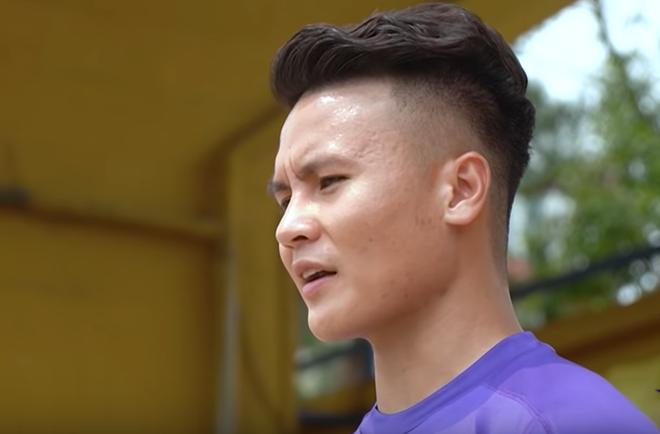 Cầu thủ Quang Hải chia sẻ việc thi đấu giữa mùa dịch Covid-19: Sân bóng không có khán giả - ảnh 4