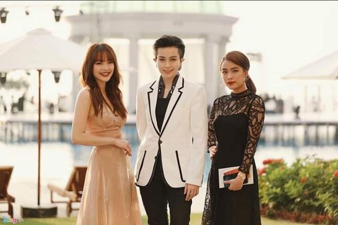 """Lây cool cho nhau là có thật: Từ ngày cặp kè Gil Lê, Hoàng Thùy Linh mặc đẹp hẳn, vẫn """"bánh bèo"""" nhưng nhìn rõ sang - ảnh 10"""