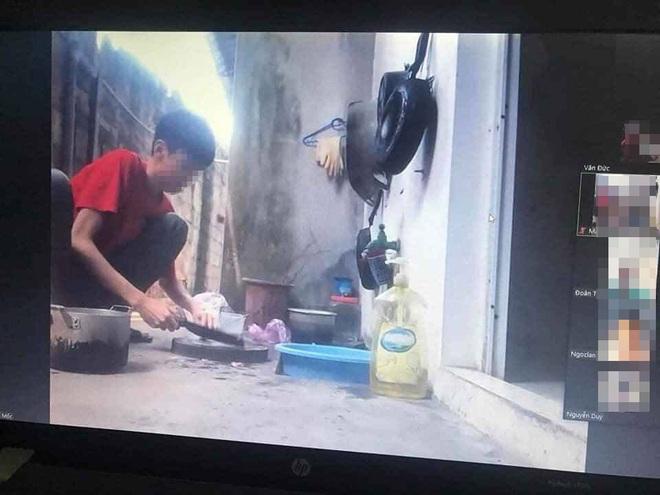 Đang học online thì bị mẹ bắt đi nấu cơm, nam sinh hồn nhiên làm hành động lạ khiến cả thầy lẫn trò ôm bụng cười - ảnh 1